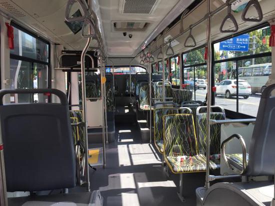 新公交内部。