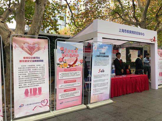 来自上海市疾控中心的数据显示,2019年本市报告的60岁及以上老年艾滋病病毒感染者增加明显。本文图片 上海市卫健委提供
