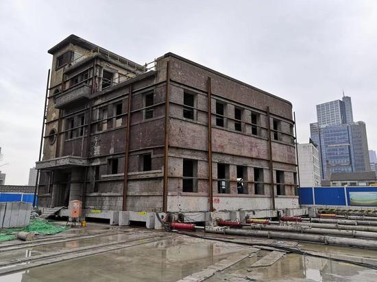 杨浦百年迈建筑杨树浦路平移到位 成功迁入新址