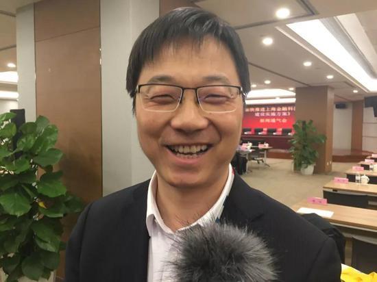 中国银联电子支付研究院副院长何朔在接受记者采访