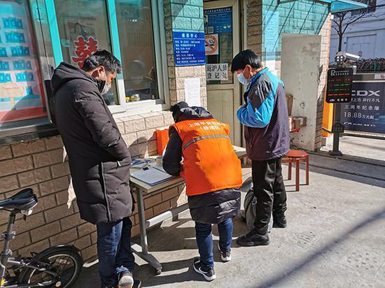 57岁患者新冠肺炎痊愈归来 收到上海社区暖心大年夜礼包