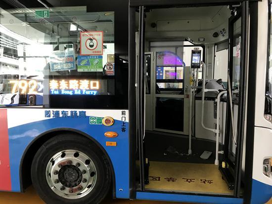 红外测温新设备在浦东公交上岗 会统计客流提醒戴口罩