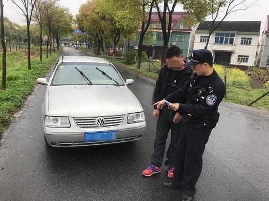 金山一男子驾驶报废车上路 驾驶证被吊销并罚款2000元