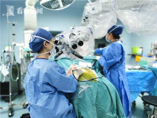 上海儿童医院为四位湖北听障患儿
