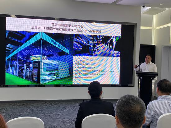 2020年7月25日,上海复星高科技(集团)有限公司联席首席战略赋能官施喆向媒体介绍第三届进博会的参展新品。 除特别署名外,本文图片均由澎湃新闻记者 俞凯 摄
