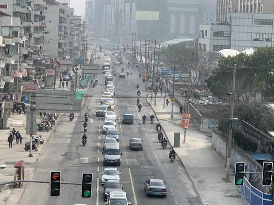 图说:道路改造贯通前 苏荷婉/摄(下同)