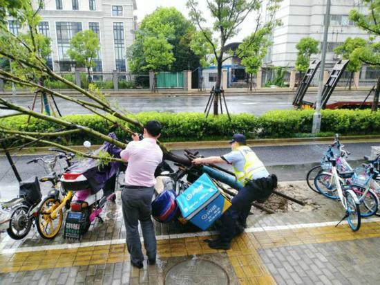 台风黑格比影响申城早高峰 昨晚