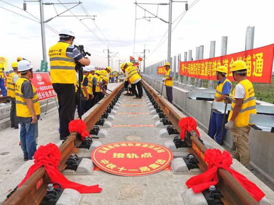 八纵八横高铁网建设迎最新进展:盐通高铁完成全线铺轨