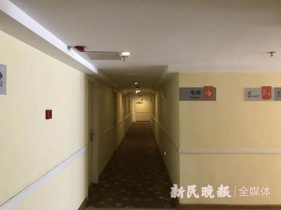 图说:楼道内层高很低