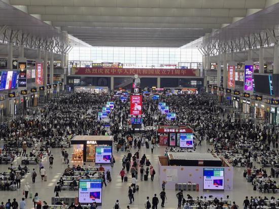 三种客流叠加 铁路上海站十月一日预计发送48万人