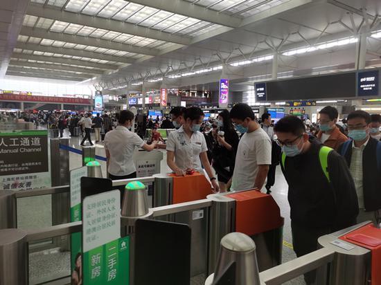 国庆上海预发送旅客333万人 客流量恢复至去年同期七成
