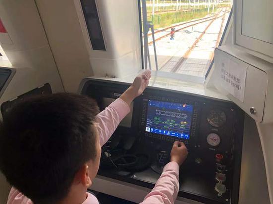 从宝山到闵行 上海地铁15号线将进入列车上线调试阶段