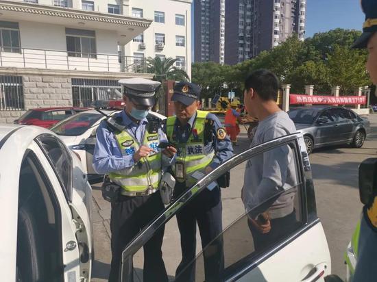 网约车司机屡次从事非法客运 扣证前竟挂失补办