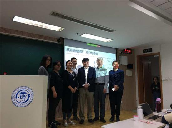 张文宏回应缺席医德楷模抗疫特别奖:给交大医学生上课