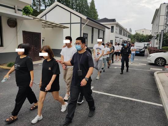 上海警方全链条打击一假冒注册商标犯罪团伙