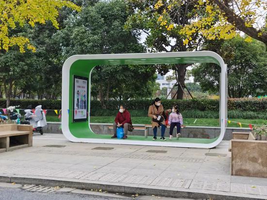 嘉定100座公交候车亭完成改造: 整体更为明亮 遮挡更好