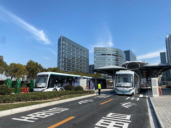 探访上海中运量T1示范线:1次能载300人公交有多高大上