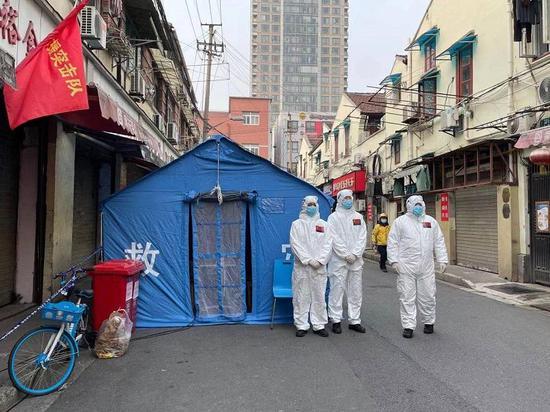 直击贵西小区疫情防控现场:民警一天12小时逐户走访