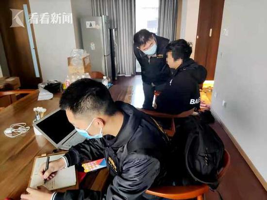 7人向炒鞋网站通风报信 泄露商业秘密被抓获