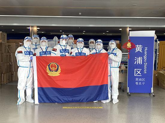 """图说:春节里,在浦东机场战""""疫""""一线的公安""""逆行者""""们"""