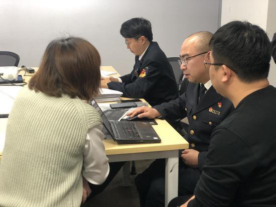 執法現場 本文圖片均由澎湃新聞記者 鄒娟 攝