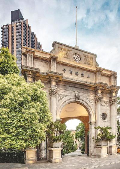 图片说明:重檐歇山的屋顶、明黄色的琉璃瓦……曾经的上海市图书馆,与故宫颇有几分相似。(杨浦区图书馆供图)