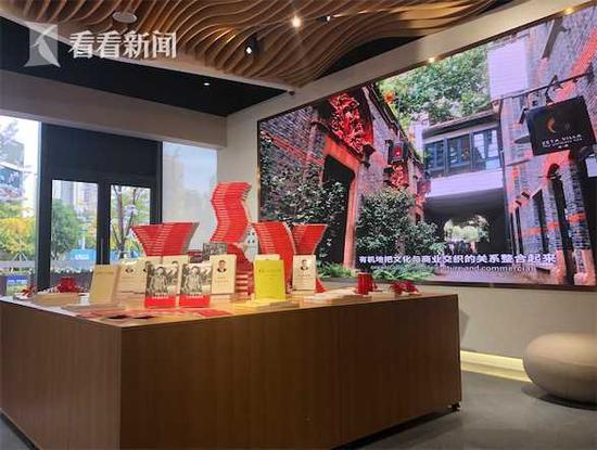 沪首家5.0升级版新华书店落地 设置人脸识别自助支付