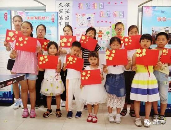 暑假里,小区活动中心成了小朋友活动的场所