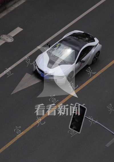 上海多辆豪华轿跑马路上轰鸣 居民抱怨:太刺耳