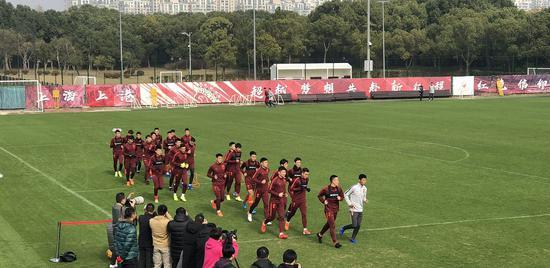 李铁率国足选拔队沪上开练 直言里皮对国足已成过去式