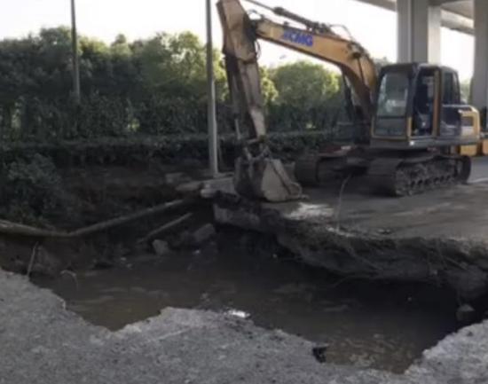 闵行北翟路管道漏水地基下沉 预计7月3日前后恢复交通
