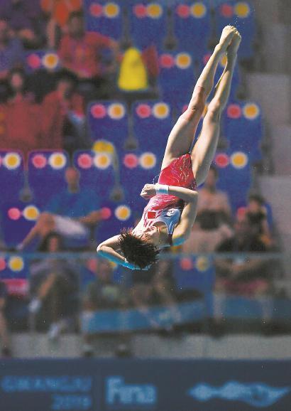 中国选手陈芋汐在游泳世锦赛比赛中。 新华社 发