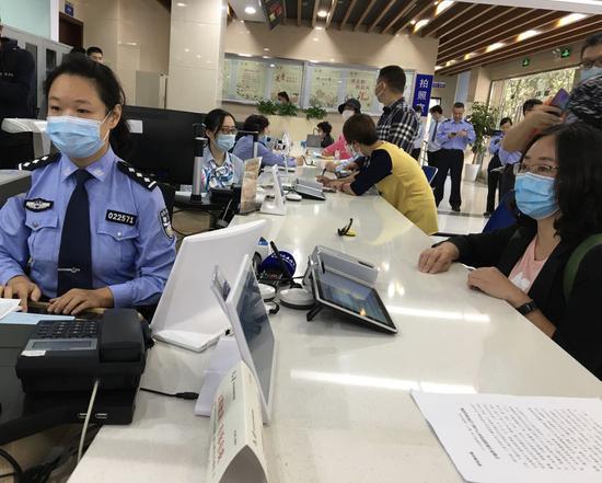沪浙警方推出跨省市户口网上迁移 迁户口不用来回奔波