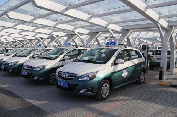 上海首批纯电动新能源出租车上路 带来全新驾乘体验