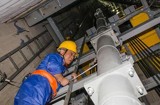 上海三菱电梯有限公司电梯安装工俞建民上海中心