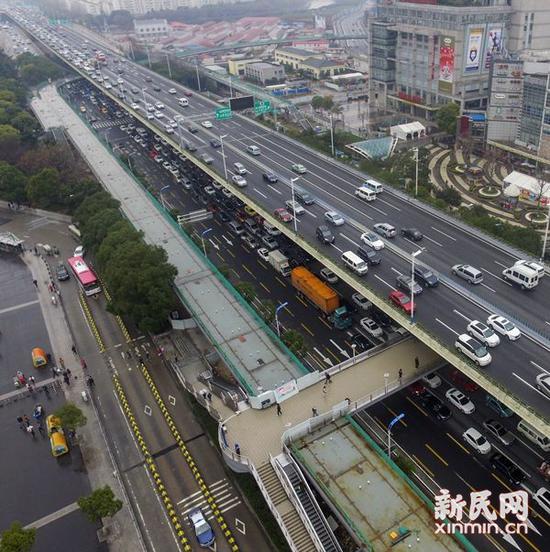 图说:莲花路连廊基本成型。 新民晚报记者 陈梦泽 摄