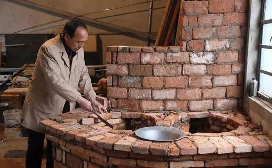 省柴灶优化了锅壁与灶膛之间的相对距离,以及吊火高度,烟道和通风等图片