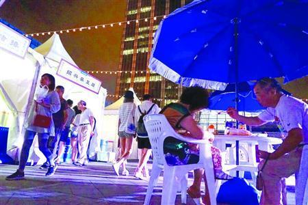 以「國際消費城市——新消費、潮生活、夜上海」為主題的上海購物節,昨晚在上海環球港開幕。/晨報記者朱影影