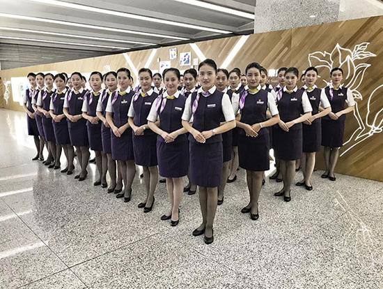 复兴号乘务人员选拔启动。本文图片均来自上海客运段9月9日至11日,上海客运段京沪高铁车队在全队范围内选拔复兴号乘务人员。