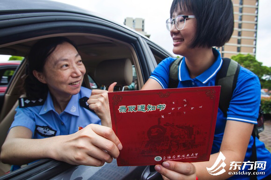 上海警花资助聋哑孩子12年:想给她一个发展机会