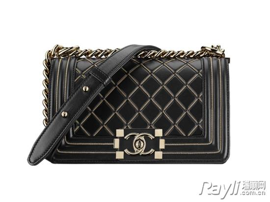 经典又百搭的黑色包袋让你轻松驾驭所有造型