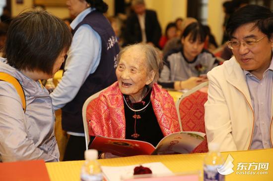 图片说明:第十届百岁寿星代表