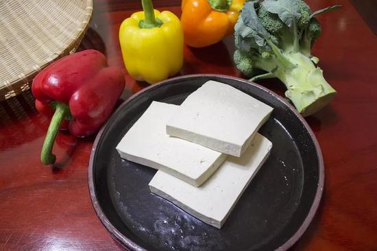 ▲推荐食物:豆腐、牛奶、酸奶、豆浆