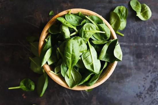 ▲推荐食物:肝脏、地瓜、菠菜
