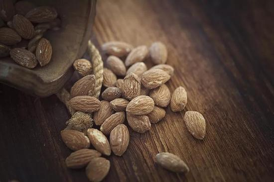 ▲推荐食物:杏仁、葵花籽