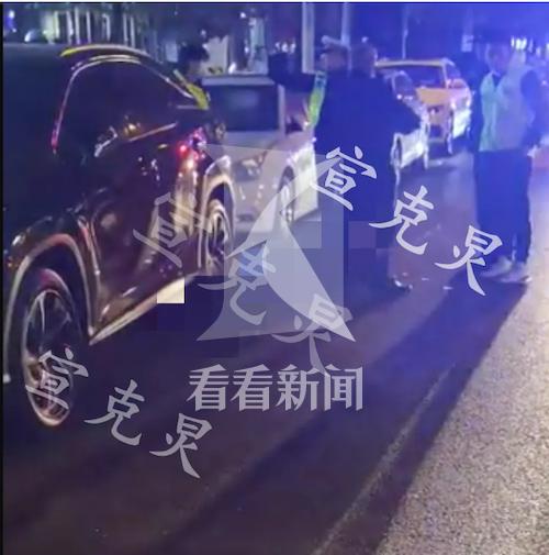 公交车撞击行人致死 被撞老伯涉嫌横穿机动车道