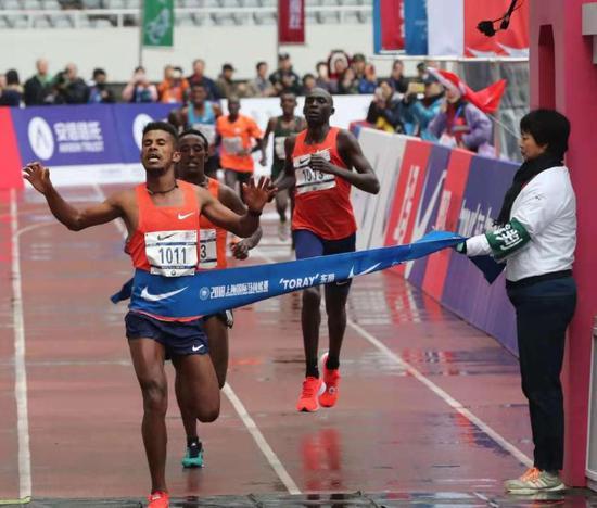 2018上马诞生新纪录 埃塞俄比亚选手包揽男、女子冠军