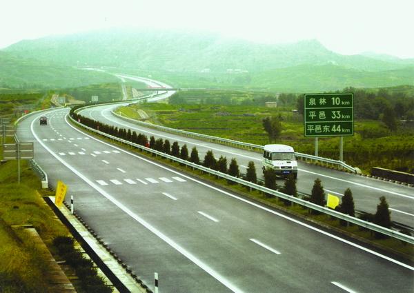 崇明方向出城车流明显上升 G3京沪高速收费口车流较大