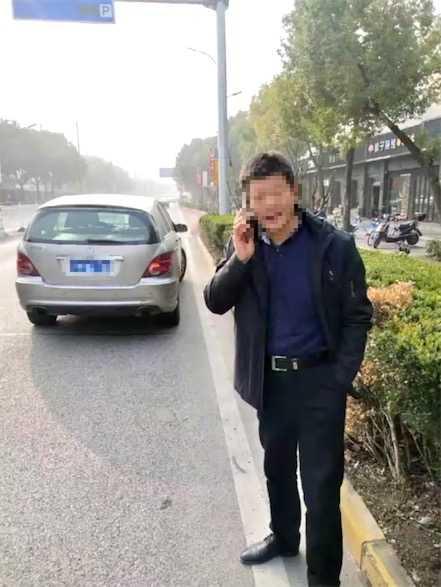 上海一男子无证驾驶 被查后仍执意挪车称:我技术还在