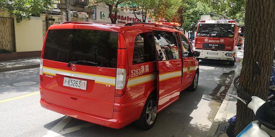 长宁区安化路居民楼发生火灾 未
